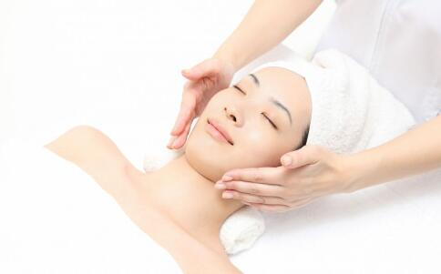 冬季皮肤缺水的原因 皮肤缺水是什么原因 冬季皮肤如何补水