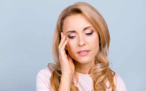 更年期有哪些症状 女性更年期吃什么好 女性更年期要注意哪些