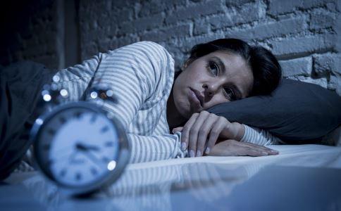 失眠睡不着怎么办 治疗失眠的方法 有助于睡眠的食物
