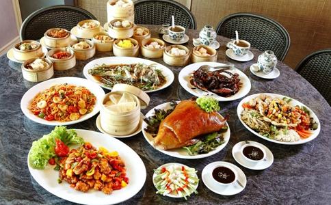 春节聚餐如何远离脂肪肝 春节聚餐如何健康饮食 脂肪肝的危害有哪些