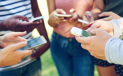 手机辐射排行榜 长期依赖手机有哪些危害 长期依赖手机有什么坏处