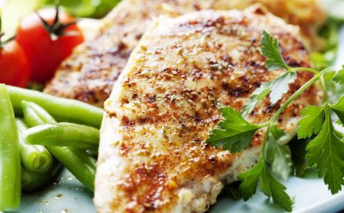 小伙大口吃肉减肥中毒 生酮饮食减肥法的副作用 生酮饮食减肥法有害吗
