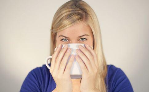 女人喝开水好吗 女人喝开水有哪些好处 女人喝水加什么养生好
