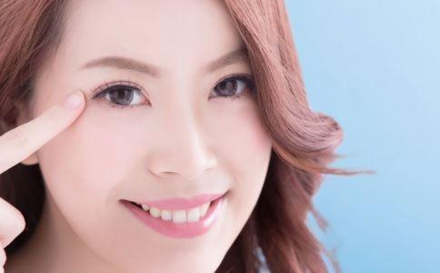 长期画眼线有什么危害 纹眼线有哪些副作用 怎么卸眼线不伤眼睛