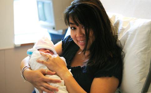 担心宝宝被抱错怎么办 总担心宝宝在医院抱错怎么办 总是担心宝宝洗澡抱错