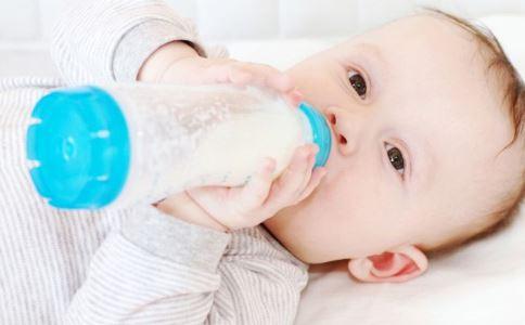出生率 奶粉竞争 新生儿什么情况下最新注册送体验金平台吃母乳 哪些情况最新注册送体验金平台喂母乳