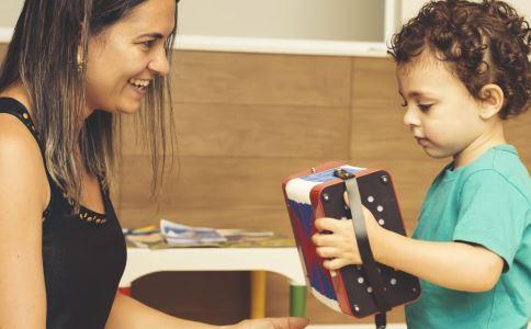 孩子音乐启蒙应该听什么比较好 什么时候开始音乐启蒙 宝宝听什么音乐比较好