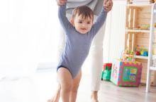 想让宝宝腿型好看 3岁前这3件事不要做