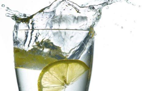 晨起喝水好吗 晨起后喝蜂蜜水好吗 晨起后喝淡盐水好吗