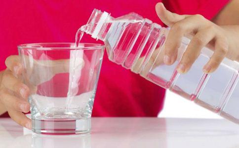 如何健康喝水 喝水的好处 枸杞泡水喝的好处