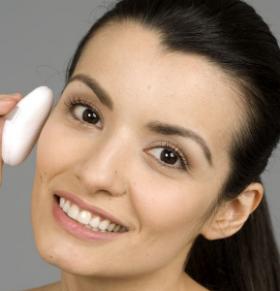 坚持哪些小习惯会变美 如何改善皮肤 该怎么改善自己的皮肤