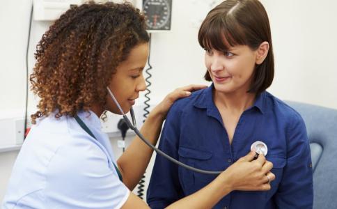 感冒后患上肺炎有哪些症状 肺炎的症状是什么 如何预防感冒