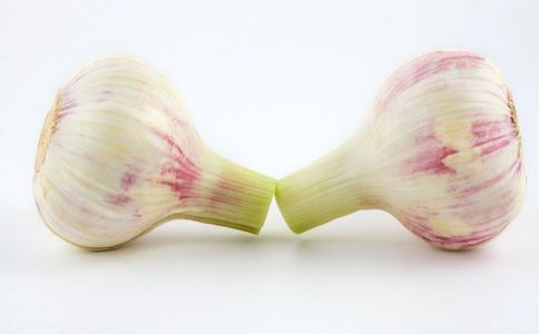 大蒜的功效 大蒜的吃法 吃大蒜能预防感冒吗