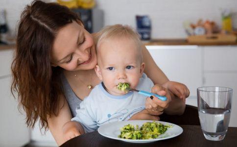 小孩不爱吃饭怎么办 6招轻松解决图片