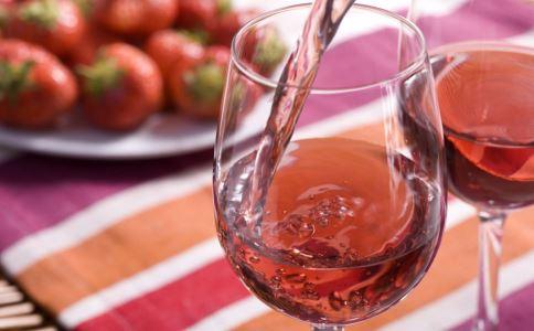 洋葱泡红酒有什么好处 洋葱泡红酒好吗 洋葱泡红酒有哪些功效