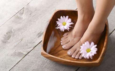 泡脚水温是否越烫越好 泡脚有什么好处 泡脚的好处有哪些