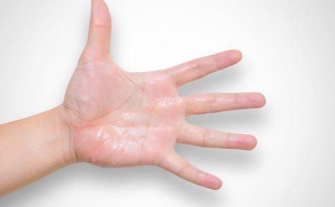 手心出汗是什么原因 手心出汗怎么调理 手心出汗吃什么好