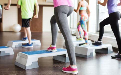 怎么降低食欲 运动时听音乐可以提高运动效果吗 傍晚运动好吗