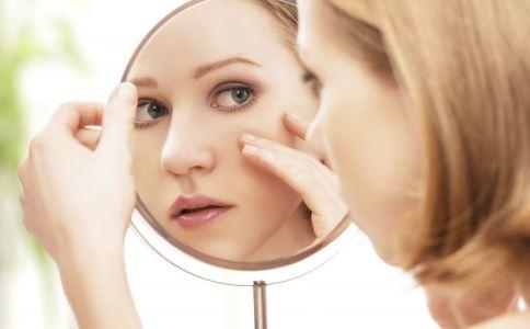 为什么脸上会长黑斑 女性脸上长黑斑怎么办 女性脸上长黑斑是什么原因