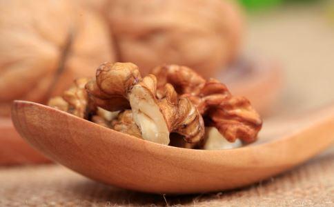 哪些食物对皮肤好 哪些食物是天然的护肤品 护肤吃什么好