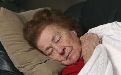 该如何去除老年斑 老年斑要怎么治疗 老年斑吃什么比较好