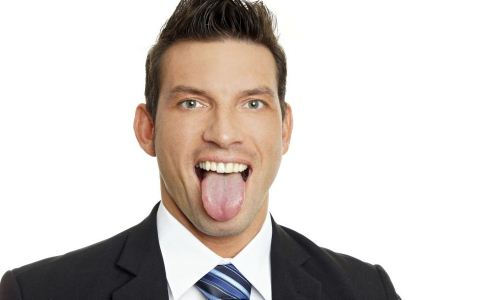 舌苔发黄怎么办 舌苔发黄的原因 舌苔发黄怎么回事