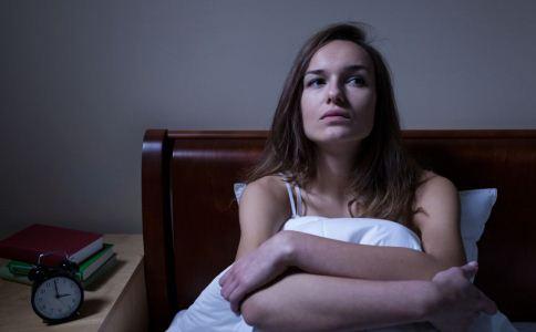 晚上睡觉易出汗怎么办 夜间盗汗怎么办 盗汗的原因有哪些