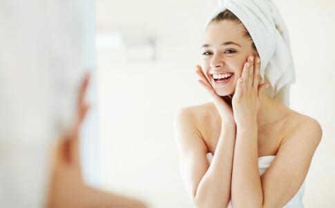 春季肌肤如何补水 春季肌肤补水的方法 春季护肤要注意哪些