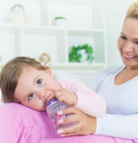 宝宝不喝水有哪些危害 宝宝喝水的好处 宝宝什么情况不能喝水