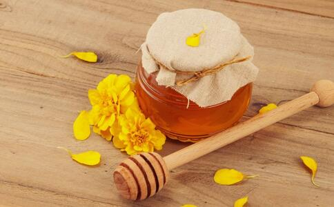 蜂蜜有哪些功效 喝蜂蜜水的好处 什么时候喝蜂蜜水好