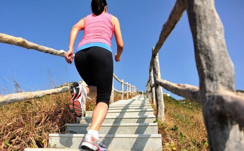 爬楼梯能最新注册送体验金平台瘦大腿 瘦腿的方法有哪些 哪些运动可以瘦腿