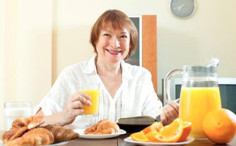 女性绝经有哪些症状表现 绝经后吃什么保养身体 女性绝经后吃什么好