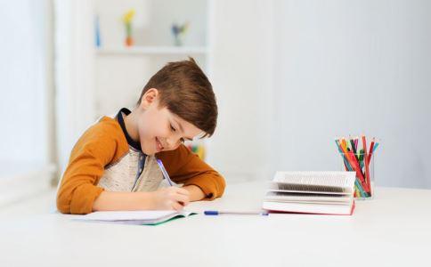 购买儿童文具要注意什么 购买儿童文具的注意事项 如何选购儿童文具