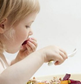 宝宝吃饭慢的原因有哪些 宝宝吃饭慢怎么办 宝宝吃饭慢怎么办