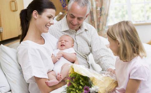 宝宝大便带泡沫是什么原因造成的 宝宝出现泡沫样便的原因有哪些 宝宝大便有泡沫是怎么回事