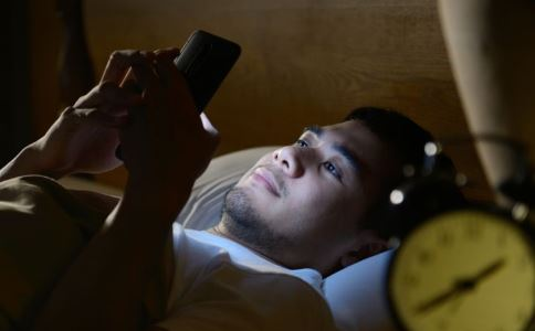 长期睡眠不足将改变基因 熬夜有哪些危害 熬夜的危害有多大