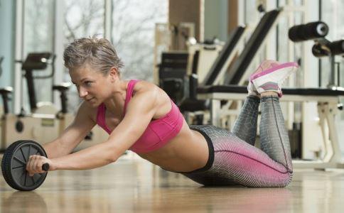 局部减肥方法 减腹部赘肉的方法 瘦手臂的方法