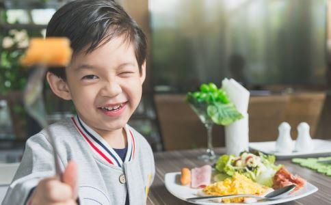 食物 眼睛 这些 近视 容易 儿童 维生素 作用 比较 具有 主要