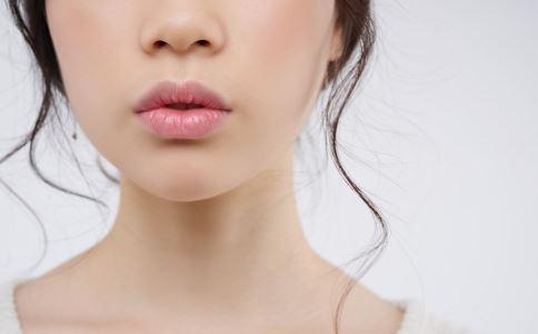 嘴唇发紫的原因 嘴唇发紫是怎么回事 嘴唇发紫是有什么问题吗