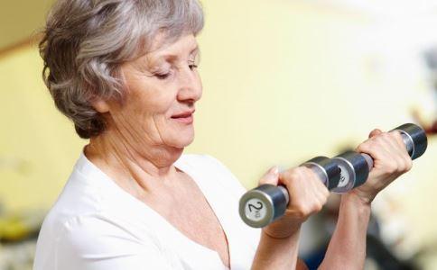 久坐不动骨头容易变脆 如何预防骨质疏松 骨质疏松的原因有哪些