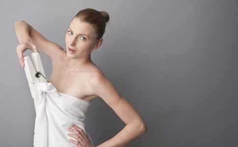 戴错胸罩有危害吗 哪些错误胸罩戴法需改掉 女人日常如何保健胸部