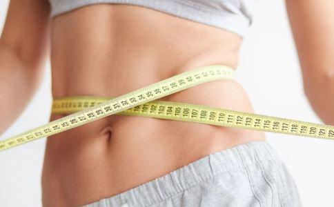 腰围应该小于身高的一半 如何减掉腰上的赘肉 如何瘦腰