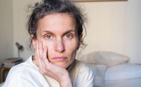 更年期女性皮肤暗黄是怎么回事 更年期女性皮肤暗黄 更年期女性皮肤暗黄怎么办