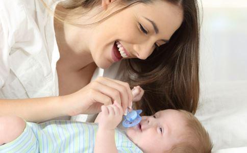 有了乳头保护罩还需要奶嘴吗 乳头保护罩和奶嘴的区别 乳头保护罩和奶嘴的差别