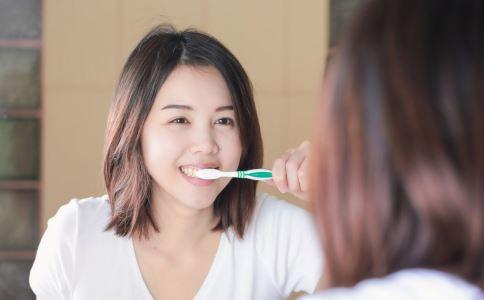 早上先喝水还是刷牙好 不刷牙好吗 不刷牙有什么危害