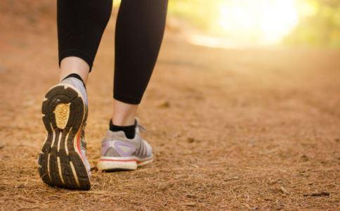 走路瘦腿吗 走路用脚尖还是脚跟瘦腿 怎样瘦腿