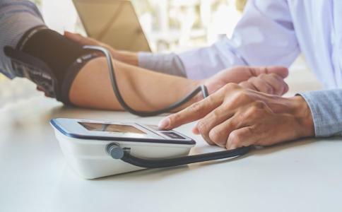 高血压患者夏天吃什么好 高血压吃什么好 高血压的危害有哪些