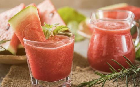 饮用果汁可能早死 喝果汁好还是直接吃水果好 喝果汁和直接吃水果的区别