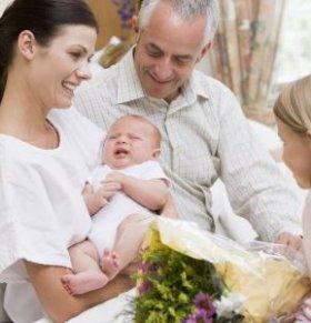 照顾新生儿要注意什么 不能对新生儿做哪些事情 新生儿护理禁忌