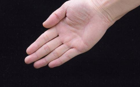 指甲凹陷是什么原因 指甲凹陷怎么办 指甲凹陷吃什么好
